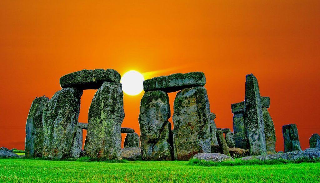 stonehenge-741483_1920